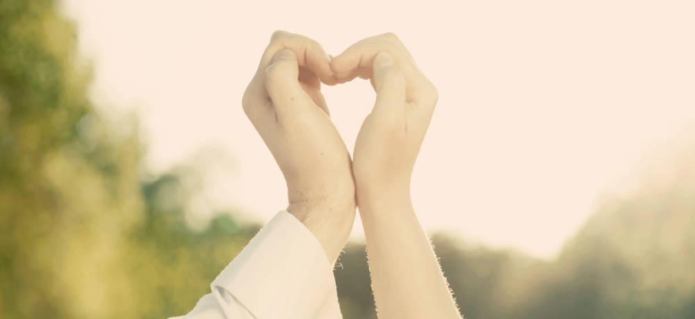 הוספיס מחזיקים ידיים
